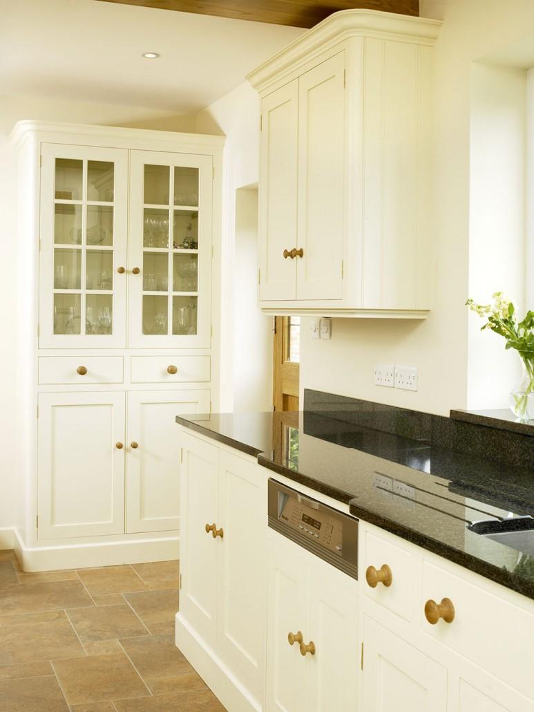 Artisan Kitchen with Oak Table - Levick Jorgensen Kitchens