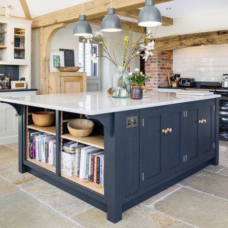 Large Cottage Kitchen Island